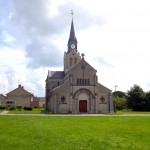 Irgendeine Dorfkirche in Frankreich