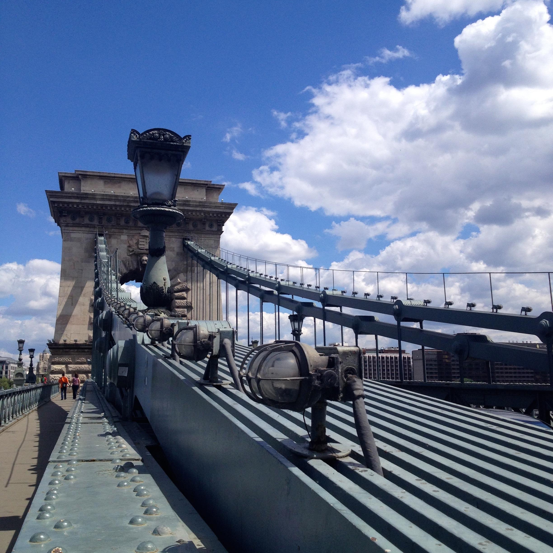 Kettenbrücke bei Tag